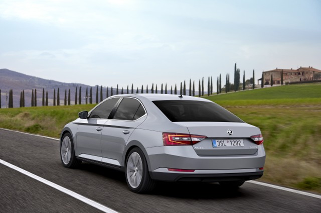 2016 Skoda Superb is awarded with 5-star NCAP rating.