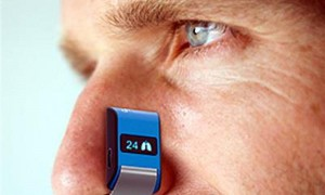 Wearable device measures heartbeat and breath