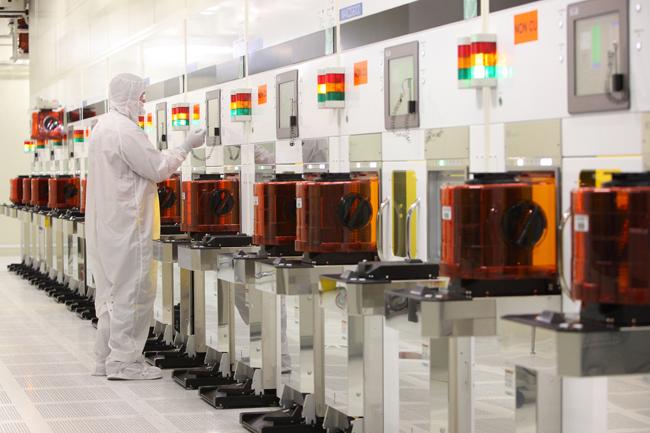 220070-intel-micron-fabrication-plant-tour--wet-process