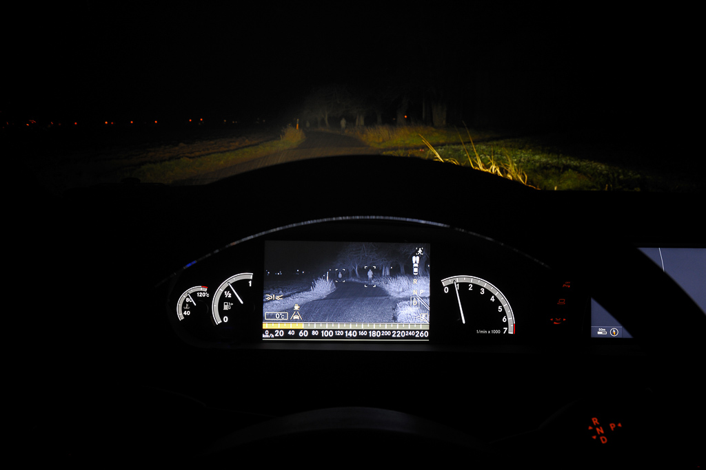 New spotlight function for Active Night View Assist Plus