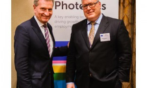 European Commissioner puts photonics at the heart of industry_popup